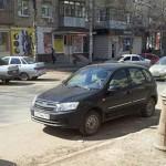 Лада Гранта хэтчбек - третья версия на парковке